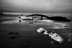(Effe.Effe) Tags: sea bw mer praia beach mobile strand neglect mar bottle meer mood phone riva shore cellulare tronco plage garrafa spiaggia abandonment flasche botella bouteille plaja tlphone bottiglia abbandono sigma1020