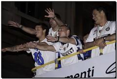 G-Inter Scudetto 18 - Milano 21 (R) Tags: milano duomo festa calcio inter fcinternazionale scudetto campioni stankovic campionato nerazzurri sneijder interisti arnautovic