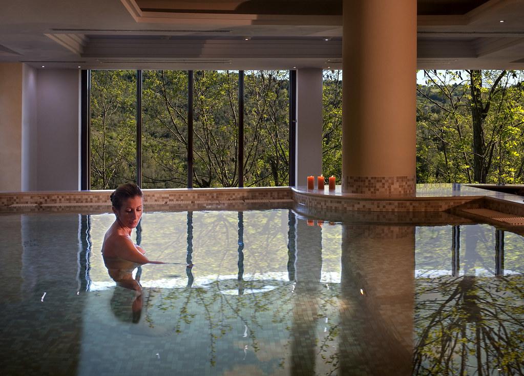 Acqua-relax nelle piscine termali di Petriolo SPA Resort