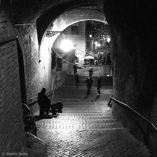 Vicoli di Roma: Er tempo s'è fermato da alberto ianiro.