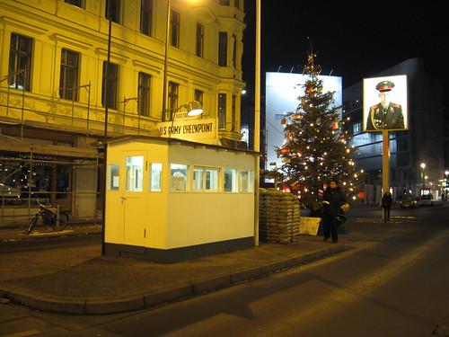 Berlim - Checkpoint Charlie, ponto de passagem pelo Muro de Berlim