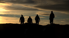 Over the hill (.Gu) Tags: silhouette pepole flk skuggamynd gu ogud gnguflk