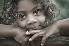 Hand-to-hand... (carf) Tags: poverty girls light brazil portrait girl beauty brasil kids children hope kid community education support child risk naturallight forsakenpeople esperana social impoverished underprivileged afrobrazilian altruism helen angels change shanty brazilian educational hummingbirds beijaflor favela development prevention anjos atrisk tamiris rongzoni changemakers mundouno everyoneachangemaker stiojoaninha