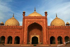 Badshahi mosque (Mohsin Khawar-Facebook: Mohsin Khawar Photography) Tags: pakistan worship islam mosque holy lahore badshahimosque mughalarchitecture indiansubcontinent royalmosque mohsinkhawar