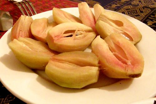 103.Ponlok Retauran的飯後水果:人蔘果