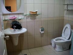 廁所還蠻乾淨的