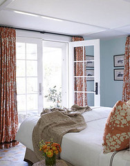 Summery aqua blue bedroom: White sheets + colorful floral print + 'Lido Green' by Benjamin Moore (xJavierx) Tags: orange house inspiration home print island design bedroom aqua pattern graphic linen interior textile nantucket decorating decor beachy blueroom housebeautiful bluepaint neutral summery upholsteredheadboard bluebedroom johnrobshaw chinaseas