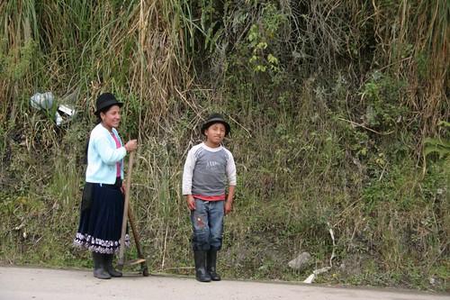 Indígenas kids b/t Zhud and Alausí, Ecuador...