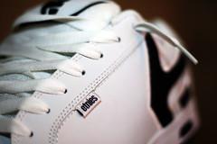 re-new kicks 22/365 (damianromero) Tags: white 50mm shoes tag kicks 365 etnies laces fader 365days shoeslaces etniesfader