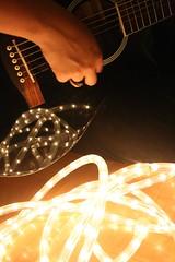musiquita (Analía Acerbo Arte) Tags: music luz mujer play guitarra música