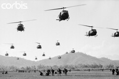 BE026221 (VIETNAM Wartime Photos (up to 1968)) Tags: people soldier town war asia southeastasia many aircraft military unitedstatesofamerica group battle vietnam helicopter transportation vehicle arrival armedforces unitedstatesarmy southvietnam militarypersonnel historicevent americanarmedforces asianhistoricalevent northamericanhistoricalevent unitedstateshistoricalevent vietnamwar19591975 vietnamesehistoricalevent binhdinhprovince bongson southcentralcoastregion airbornelanding