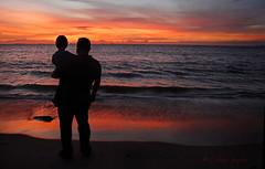 Papi el sol se meti en el mar!!! (Oniblis  photography) Tags: sunset atardecer mar silueta lecheria padreehijo