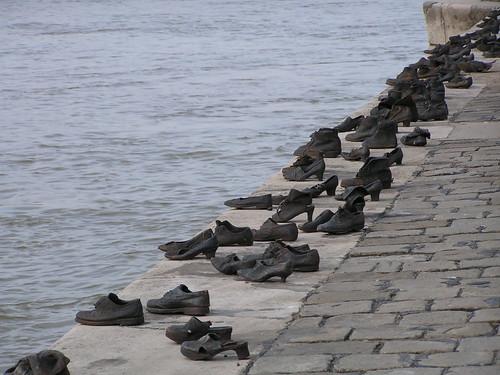 Holocaust Memorial, Budapest. Photo: Neilhooting, flickr