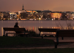 Man & The City (arminMarten) Tags: longexposure nightphotography night canon lowlight nacht hamburg dslr alster nachtaufnahme 10sec telelens  ef70300mmf456isusm teleobjektiv 400d canon400d   ausenalster armanh