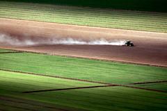 [フリー画像] [自然風景] [農地/農園] [田園風景] [トラクター] [スペイン風景]      [フリー素材]