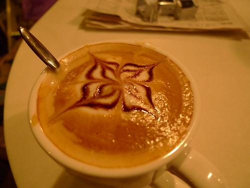 咖啡师做的咖啡,花儿还不错吧?
