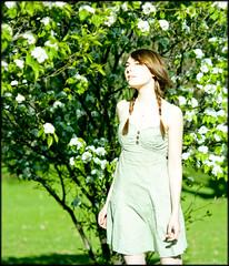 ... (Gabriel M.A.) Tags: leica green digital spring dress rangefinder bn m8 90mm manualfocus f28 elmarit leicaelmarit90mmf28i 6x7crop