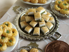 Turkish Pastries (PetitPlat - Stephanie Kilgast) Tags: miniatures handmade polymerclay turquie patisserie sweets minifood collectible 112 collector dollhouse baklava dollshouse turkei miniaturefood miniaturen blblyuvas oneinchscale petitplat kalburabast turkishpastries