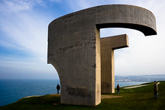 Elogio al Horizonte, Gijón Asturias, Spain (leedixon) Tags: sea españa canon rebel mar spain gijón asturias escultura gijon elogio chillida xixon horizonte asturies cantabrico xixón cantabric xti 400d