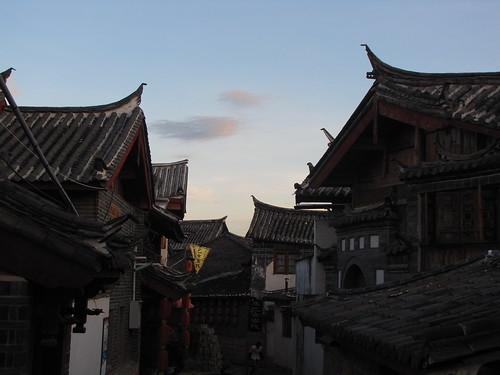 Lijiang roofline at dusk