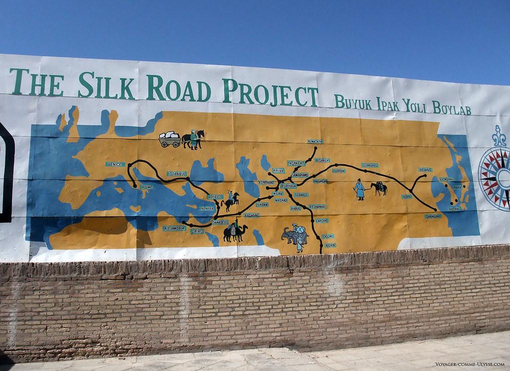 Carte de la Route de la Soie, affichée à Khiva
