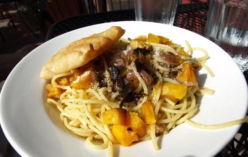 Pasta con Zucca e Nocciole
