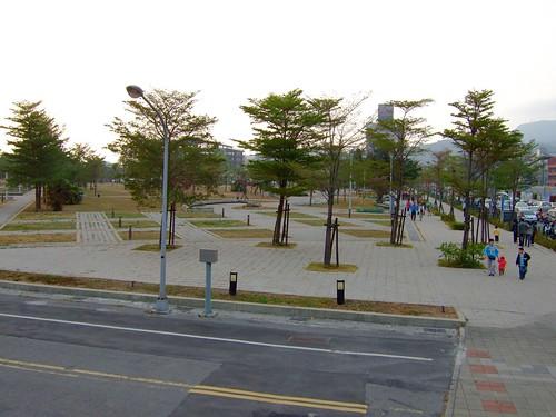 高雄市自行車道_西臨港線_87_碼頭旁的小公園.pr