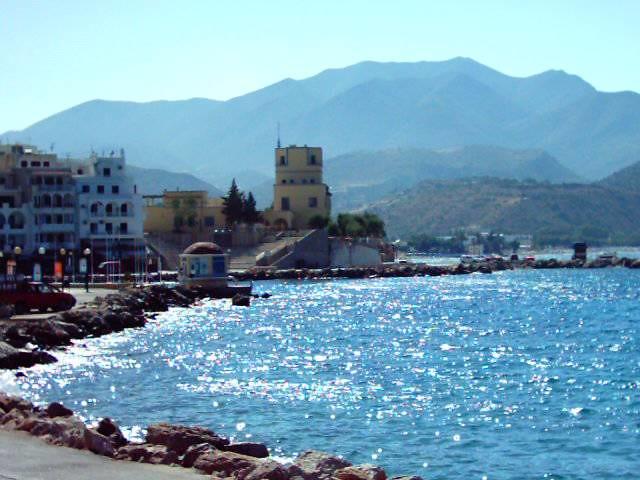 Νότιο Αιγαίο - Κάρπαθος Το Επαρχείο από το Λιμάνι