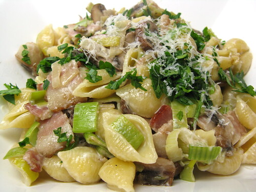 Pasta with Bacon, Leeks & Mushrooms