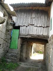 vilaza (113) (Xoacas) Tags: verde casa arquitectura puerta madera arte escalera patio piedra ourense monterrei vilaza arquitecturatradicionalgalega