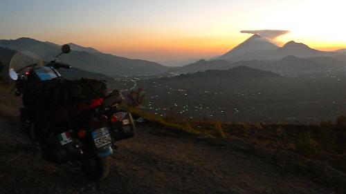 vulcano in guatemala durante il mio viaggio in moto per il centro america