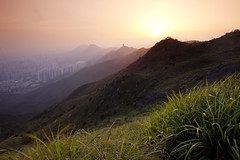 loom (zyryntyrah) Tags: sunset mountain hongkong top filter gradient kowloon gaye kowloonpeak feingoshan sirintira zyryntyrah maonshancountrypark