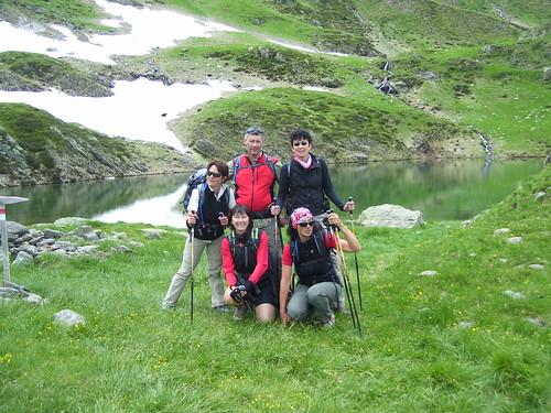 gruppo davanti lago di scala