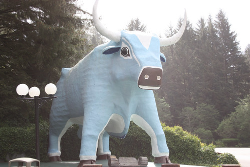 Abe the Blue Ox at the Trees of Mystery