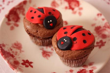 mini ladybug cupcakes - mini cupcakes de mariquita