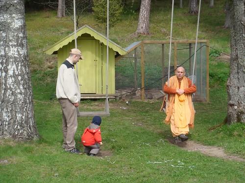 Kadamba Kanana Swami Korsnas Gard and at Ugrasena's 14th May 2010  -0083 por ISKCON desire tree.