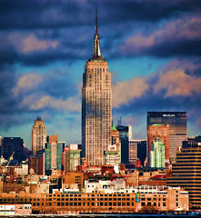 Empire State Building (Scott Hudson *) Tags: newyorkcity urban usa cold skyline t photography nikon flickr unitedstatesofamerica scene pg pip empirestatebuilding bigapple googleimages scotthudson newyorkcityskyline explored exploreflickr imagekind newyorkcityview bighugelabs nikond40 betterthangood goldstaraward copyrighted2009allrightsreserved copyright2009shudson perfectioninpictures bingimages alwaysbetteronblack picturesofnewyorkcitry betterthangoodflickr scotthudsonflickr httpwwwfacebookcomscotthudsoninnjflickr