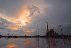 The Sky (Firdaus Mahadi) Tags: sunset sky cloud tower clouds islam mosque malaysia putrajaya awan dataran masjid islamic langit matahari    bangunan   putramosque   masjidputra dataranputra manfrotto055xprob tokina1116mmf28 islamcultureandpeople firdausmahadi firdaus