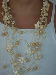 colar contas marfim. (Maria Dulce Brasil) Tags: bijoux colar contas couro