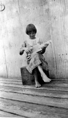 May Newman playing cigar box banjo she made: Palatka, Florida (State Library and Archives of Florida) Tags: musician music playing girl child florida handmade banjo barefoot plaid crate musicalinstruments cigarbox bobbedhair banjoists folkinstrument statelibraryandarchivesofflorida