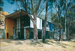 Eames House, photographed by Julius Shulman (ouno design) Tags: house architecture photography photographer modernism architectural photograph residential modernist taschen juliusshulman modernismrediscovered