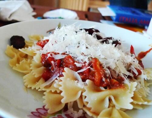 pasta-kryddigkorv-ratatouille