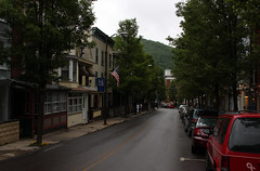 2010 05 22 - 6679 - Jim Thorpe - Broadway (thisisbossi) Tags: usa streets canon eos rebel us unitedstates pennsylvania broadway pa roads jimthorpe carboncounty mauchchunk canoneos500d canonefs1855mmf3556is eoskissx3 t1i canoneosrebelt1i