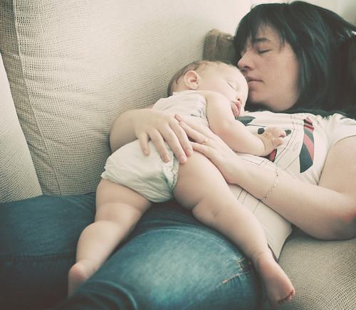 sssh! que estoy cuidando a mi mamá !
