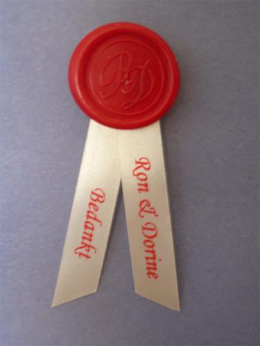 10mm creme lint met rood bedrukt in Monotype Corsiva