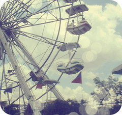 forget the past... (Mylla) Tags: blue parque brazil sky white verde green childhood yellow branco azul brasil kids clouds fun child bokeh sopaulo secret bleu amarelo sampa sp horror nuvens amusementpark cinematic havefun infancia ceu rodagigante diversao segredo playcenter mylla 30in30 myyylla