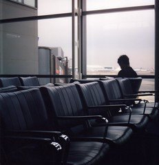 my heart, it left with you (Livia Patta (la couleur de mes reves)) Tags: usa film newjersey airport waitingroom 120mm pentaconsix pentaconsixtl pro400h cyberandy zeissbiometar8028 liviapattaphotography