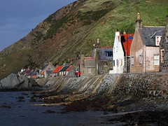 Crovie (the44mantis) Tags: roof sea chimney cliff white coast scotland community waves village cottage escocia historic erosion explore aberdeen shore shire buchan hamlet gable schottland schotland ecosse scozia cruvy crivvy cruvie