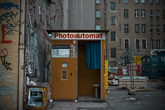 automatikphotos (equal_) Tags: berlin photo nikon photobooth baustelle friedrichshain automat d80 photokabine