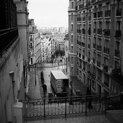 Paris (RobSalmon) Tags: from trip bw hairy white black paris france 120 6x6 robert film college stairs square de diy bath looking yorkshire think over salmon ile down montmartre rob east iso negative bronica dev 09 f medium format mf pan analogue van hull 50 13 sq ilford 2009 sqa removals neg fifty 50iso developing panf id11 par hairyrob